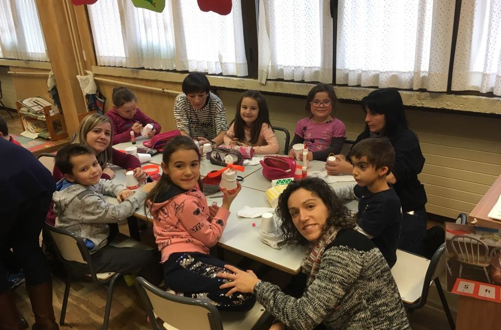 TALLERES FAMILIAS | Madres y padres nos enseñan manualidades